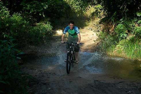 Mountain Biking, Chi Phat