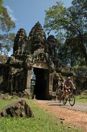 Biking-Angkor-01