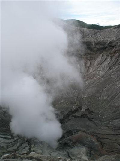 Bromo-volcano-smoke