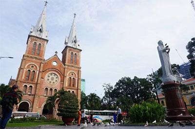Notre-Dame-Saigon-2